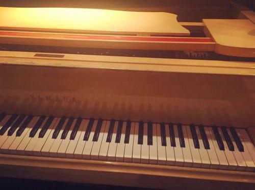 ピアノが流れる上質な空間です。