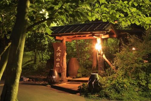 阿蘇の森に佇む隠れ家的な宿です。