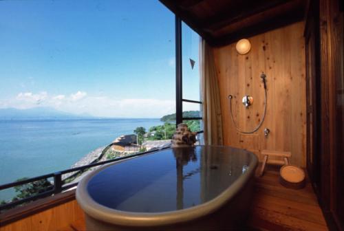 安らぎの時間と驚きの体験を提供する上質リゾートの旅館です。