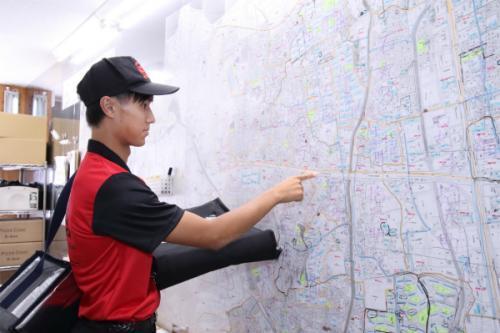 大きな地図で場所を確認して熱々のピザをお届けします。