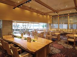 ゆっくりと過ごせる気の温もりを感じるレストランです。