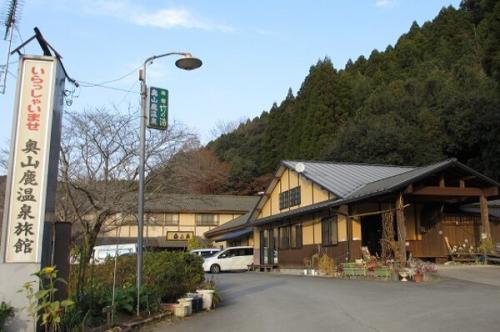 人気の温泉旅館と隣接しています。