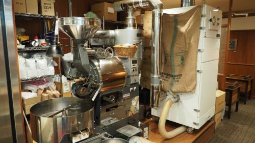 コーヒー豆は店内で焙煎したものを使用します。